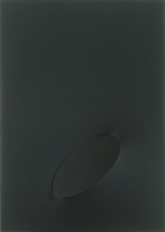 Turi SIMETI - Gemälde - Un ovale nero.