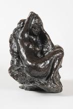 皮埃尔•勃纳尔 - 雕塑 - Baigneuse assise devant un rocher, son bras droit replié der