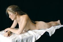 John DE ANDREA - Skulptur Volumen - Amber reclining