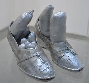 Yayoi KUSAMA - Scultura Volume - Silver Shoes