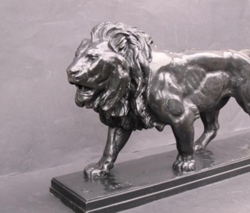 Antoine Louis BARYE - Sculpture-Volume - Lion marchant