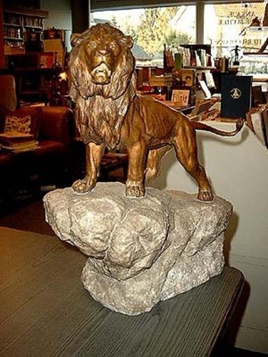 Franz BERGMANN - Sculpture-Volume - Löwe auf Granitsockel