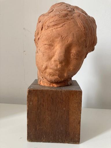 Aart F.C.H. RIETBROECK - Ceramic - Portret van een jonge vrouw