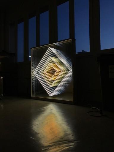 Emmanuelle RYBOJAD - Sculpture-Volume - Neon Champagne en sycomore