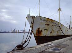 Johannes MUGGENTHALER - Photo -  Im Hafen (Ist das der Weg zum Paradies?)