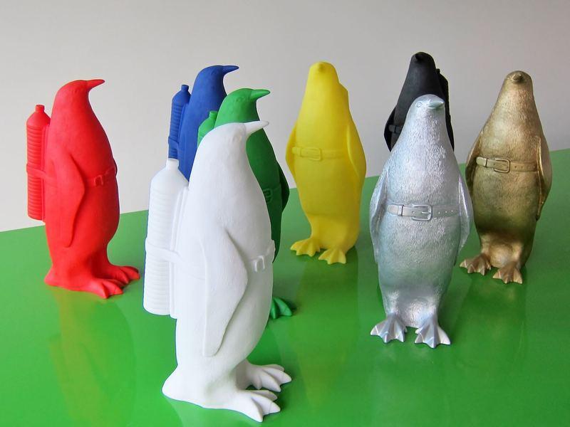 William SWEETLOVE - Estampe-Multiple - Small cloned penguin with water bottle