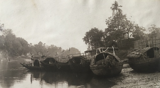 Adolf Gayne DE MEYER - Fotografia - Boats along the river