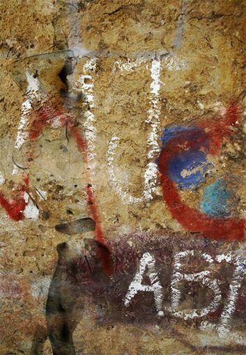 Aurélie LAFOURCADE - Peinture - Silhouette sur mur lettres