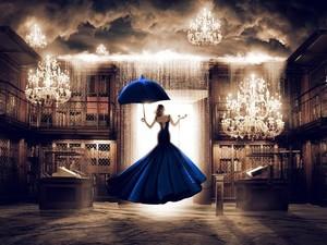 Ludovic BARON - Photography - La femme en bleu face à la porte du digital