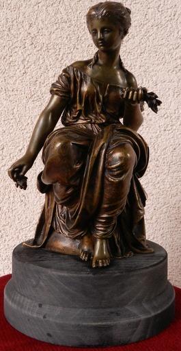 Hippolyte François MOREAU - Sculpture-Volume - Sitting with flowers