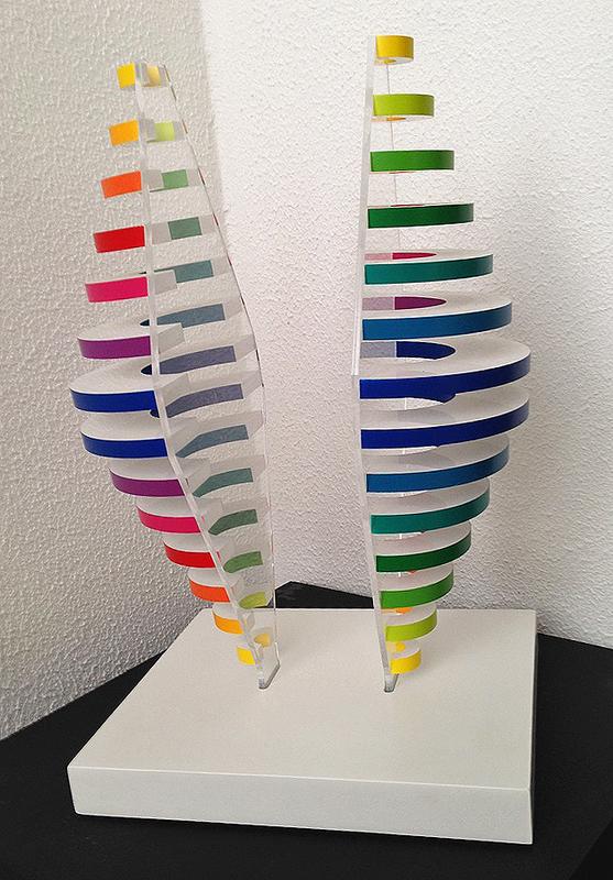 Martha S. BOTO - Skulptur Volumen - Demi cones avec anneaux de couleur