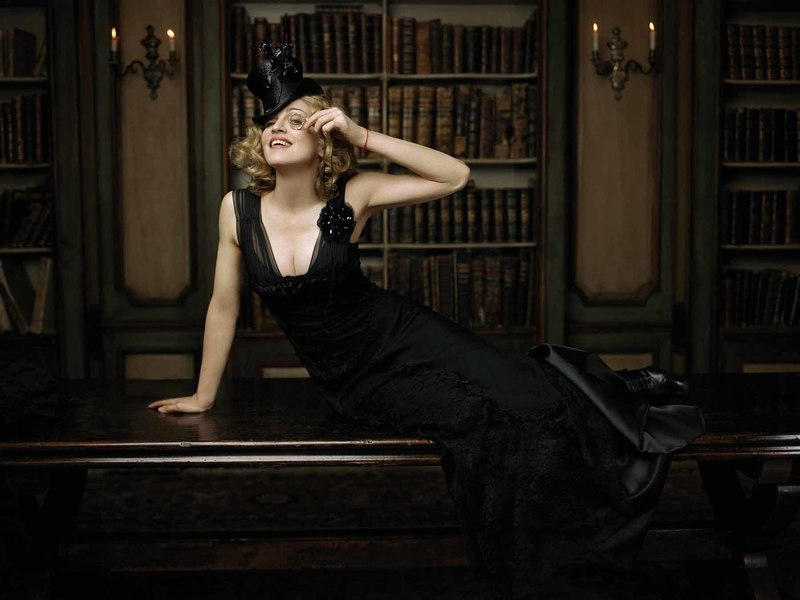 Lorenzo AGIUS - Photography - Madonna and the Monocle