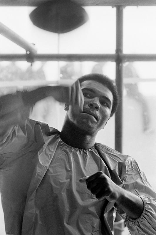 Terry O'NEILL - Fotografie - Muhammad Ali, Speedbag