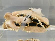 Alexandre NICOLAS (1970) - Poule de luxe ,Chanel