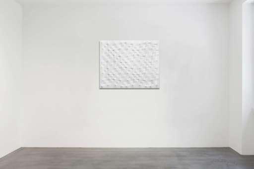 Enrico CASTELLANI - Painting - Superficie bianca