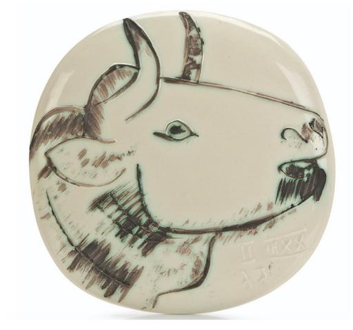 巴勃罗•毕加索 - 陶瓷  - Bas relief à la tête de taureau