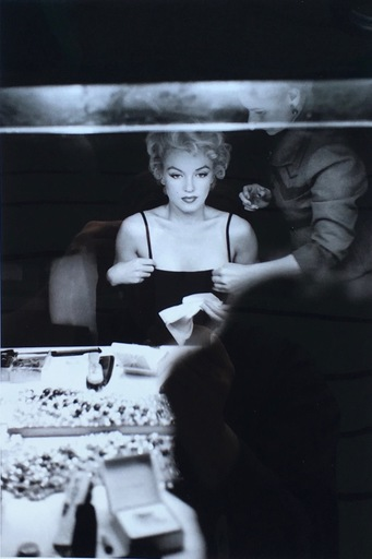 Sam SHAW - Photo - Marilyn in Dressroom, NYC, 1956