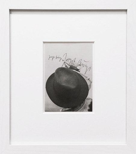 Joseph BEUYS - Grabado - Beuys beim Signieren