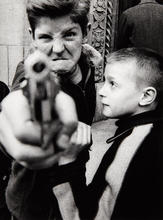 William KLEIN - Photography - Gun 1, Broadway, New York