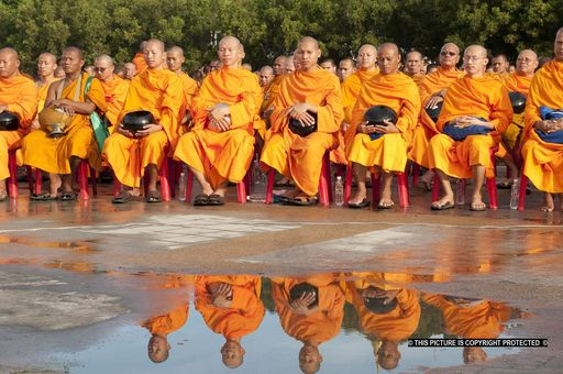 Henry AUSLOOS - Photography - Monks and reflections    (Cat N° 6782)