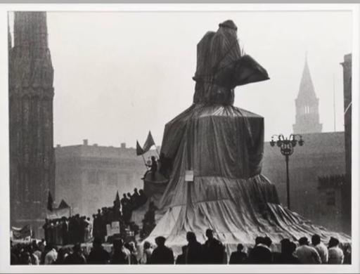 CHRISTO - Fotografia - Wrapped Monument to Vittorio Emanuele