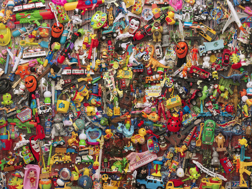 LIU Bolin - Escultura - Hiding in the City- Plastic Toys, 2014