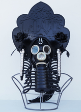 Vasily SLONOV - Escultura - Kokosnik-Gas Mask «Love»