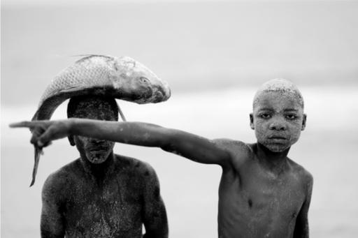 Mario MACILAU - Photography - Boys with fish I & II