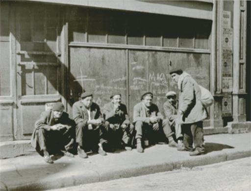 Jacques RITZ - Photo - (men sitting in the sun, Paris)