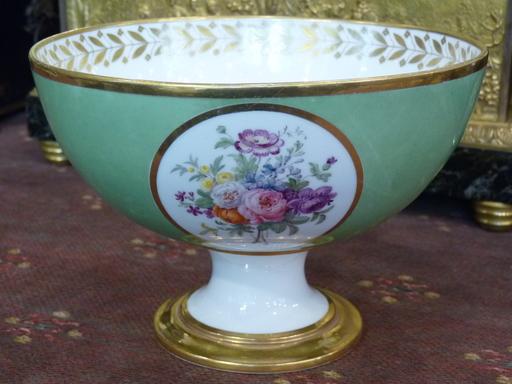 Coupe Empire, Décor de Fleurs, Porcelaine de Sèvres