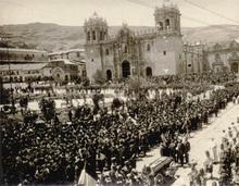 Martín CHAMBI - Fotografia - (people at funeral)