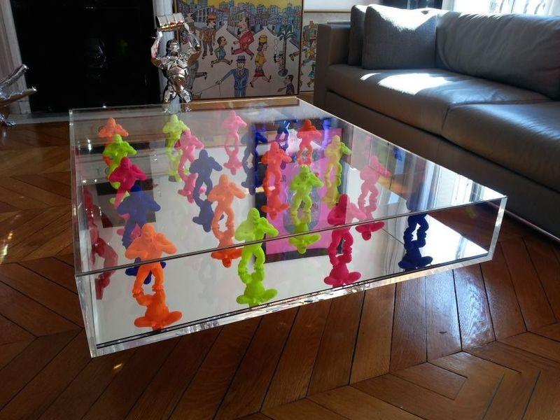 table en plexiglas et mini kongs richard orlinski vente en ligne art artprice. Black Bedroom Furniture Sets. Home Design Ideas