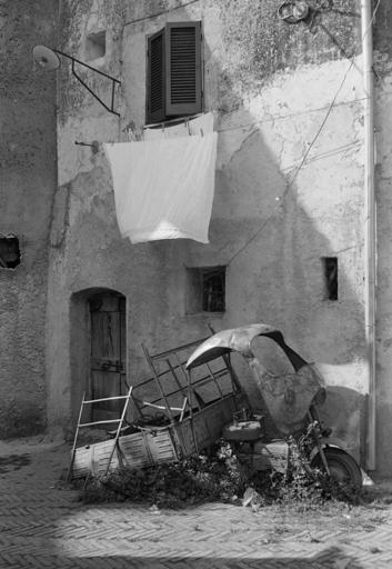 Giuseppe PERSIA - Fotografia - FINESTRA CON LENZUOLO
