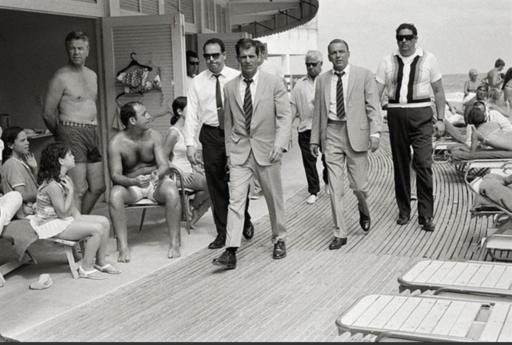 Terry O'NEILL - Print-Multiple - Frank Sinatra On the Board walk