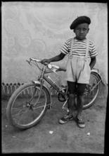 Seydou KEITA - Fotografia - Petit garçon bicyclette - young boy with bicycle