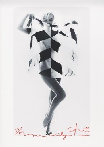 Bert STERN - Fotografia - Marilyn  black and white scarf
