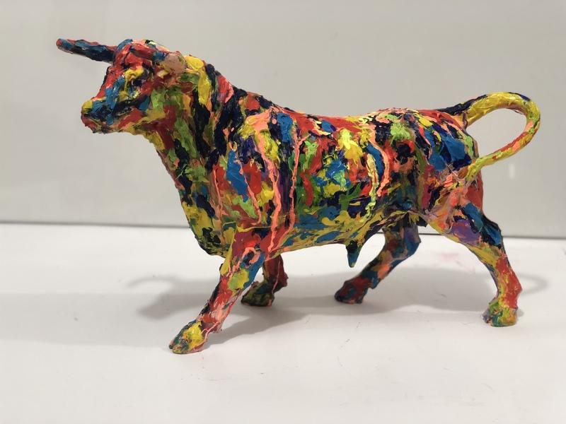 Nicole LEIDENFROST - Skulptur Volumen - Bunter Stier