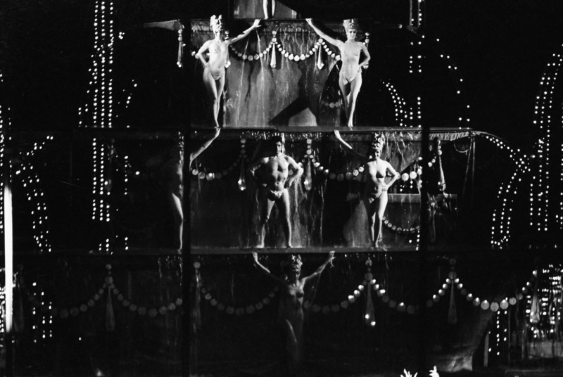 Robbert Frank HAGENS - Photography - Naked in the Dark - Theater, Paris 1975