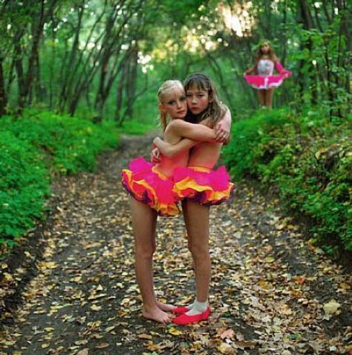 Michal CHELBIN - Fotografia - Xenia, Janna & Aloma In The Woods