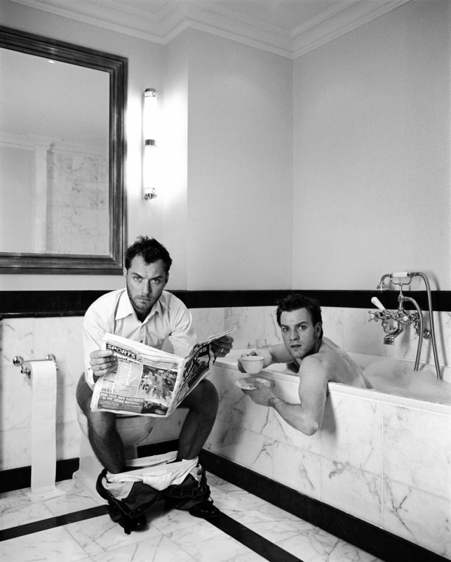 Lorenzo AGIUS - Photography - Jude and Ewan in the bathroom