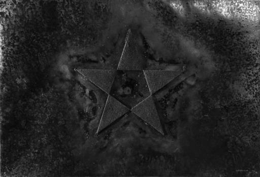 Gilberto ZORIO - Pittura - Stella nera su nero