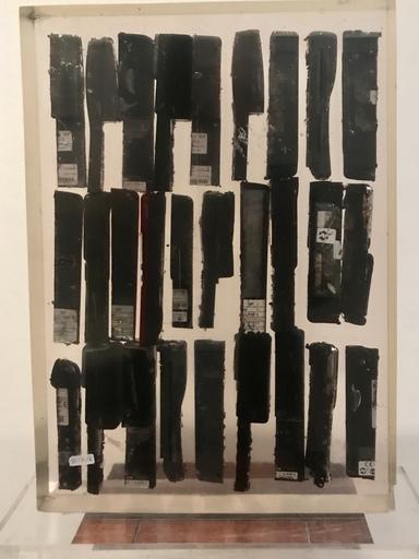 Fernandez ARMAN - Sculpture-Volume - Inclusion de Telephone