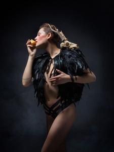 Jean-Michel ROUSVOAL - Fotografie - Les Héspérides Eglé Mangeant la Pomme