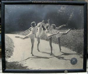 Alfons TRAPP - Photo - RONDE DE DANSEUSES