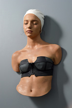 Carole FEUERMAN - Escultura - Yasemin with black suit and white cap