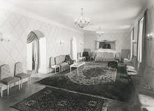 Frédéric BOISSONNAS (1858-1946) - Un intérieur bourgeois vers 1935