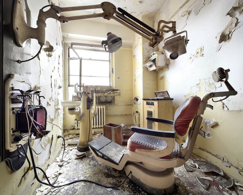 Henk VAN RENSBERGEN - Fotografia - Dentist Chair