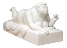 Fernando BOTERO - Sculpture-Volume - Donna sdraiata con pallina