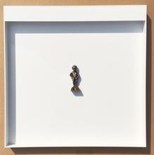Jonathan MONK - Escultura - Backside Brussels bis