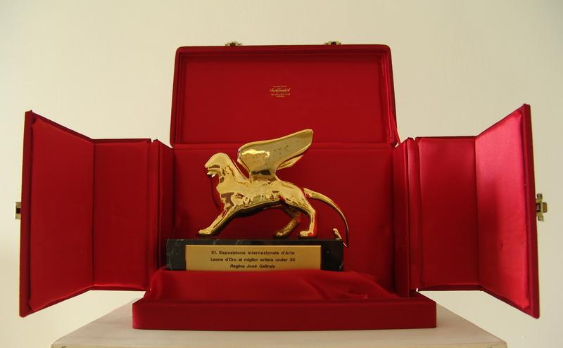 Santiago SIERRA - Escultura - L'acquiso di un premio